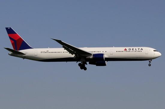 самолет Delta Air Lines
